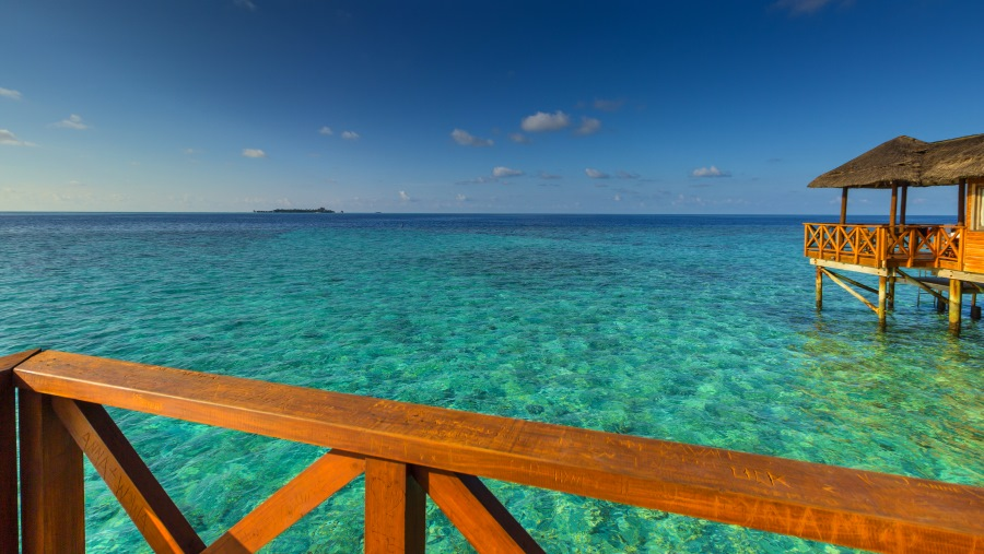 Malediven-Fihalhohi-Wasserbungalow-Terasse-1