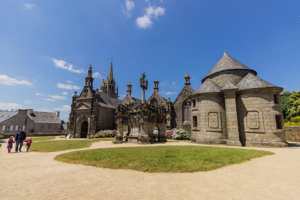 Bretagne …. weiter gehts ….. Lampaul- Guimiliau uvm