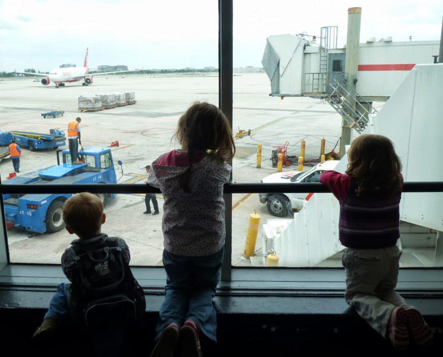 11 Tipps : Fliegen mit Kindern