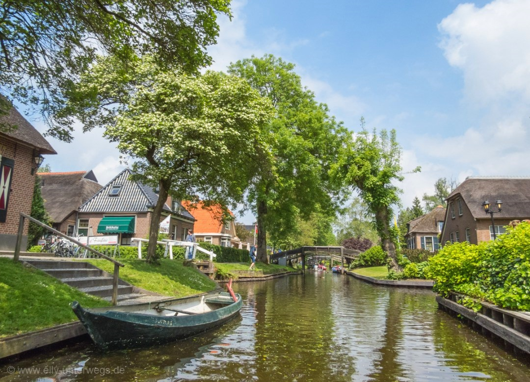 Niederlande (Giethoorn mit dem Charterboot)