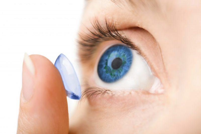 Reisen mit Kontaktlinsen