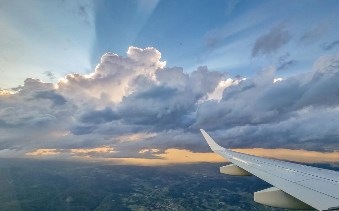 Sommerurlaub 2021 – los geht's: Die Anreise – Fliegen mit 5 Kids